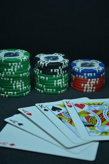 Cartas de poker - uma mão de casa cheia