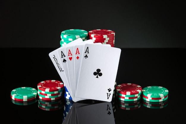 Cartas de pôquer com cinco do mesmo tipo, a combinação mais alta