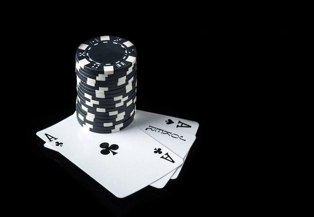 Cartas de pôquer com trinca ou combinação definida
