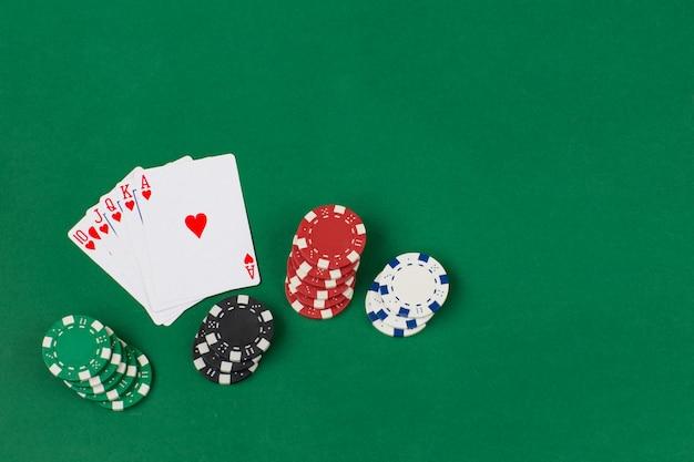 Cartas e fichas de poker