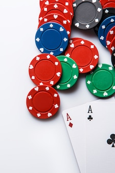 Cartas e fichas de pôquer
