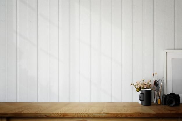 Cartaz de madeira no local de trabalho de loft, caneca de café e espaço de cópia