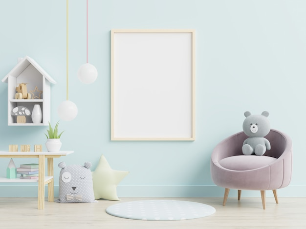 Cartaz em branco e brinquedos no interior do quarto de criança.