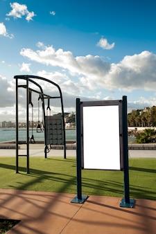 Cartaz publicitário eletrônico em branco com tela de espaço em branco para sua mensagem de texto ou promocional