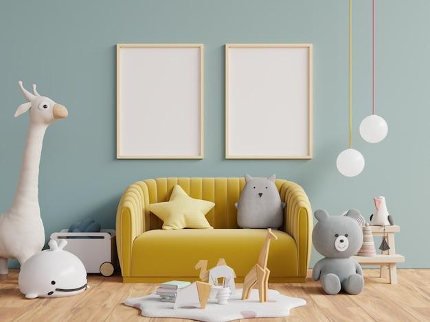 Cartazes de maquete modernos e de design no interior do quarto infantil, cartazes no fundo da parede verde escura vazia, renderização 3d