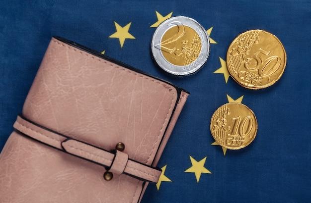 Carteira com moedas na bandeira da união europeia