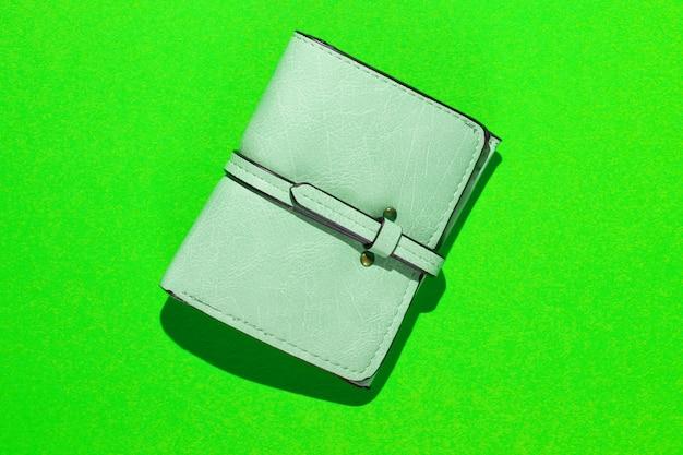 Carteira de couro elegante em verde