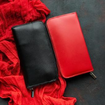 Carteira de couro preto e vermelho