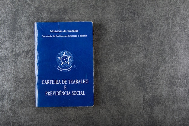 Carteira de trabalho brasileira isolada com fundo cinza