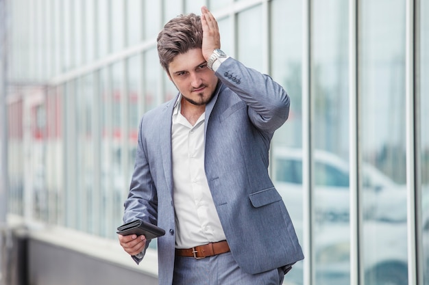 Carteira do empresário c, fracasso, crise no distrito urbano. negócios, trabalho, finanças, dinheiro.
