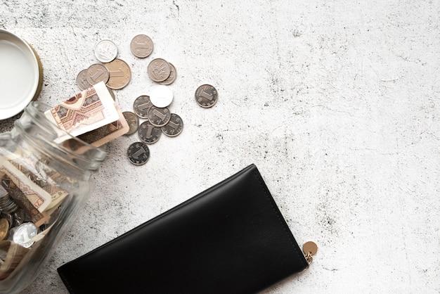 Carteira e dinheiro da vista superior