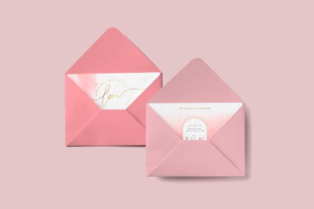 Cartões de amor em envelopes