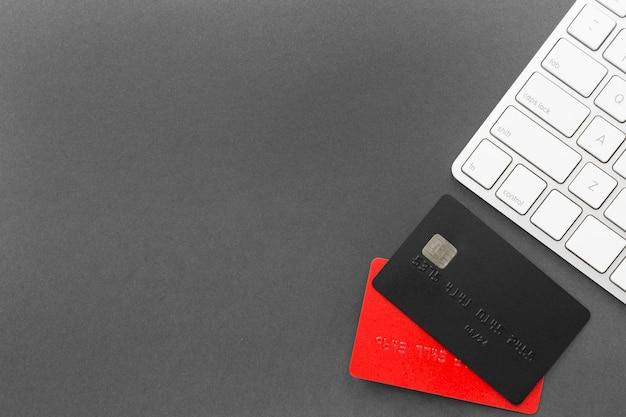 Cartões de crédito e teclado de venda da cyber segunda-feira