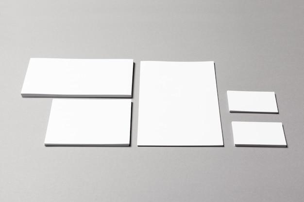 Cartões de papelaria em branco, papéis, documentos