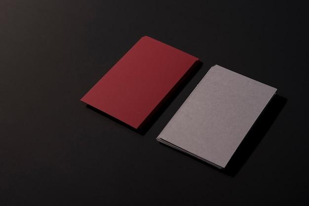 Cartões de visita corporativos escuros elegantes