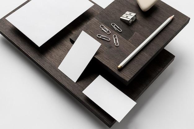 Cartões de visita e acessórios de mesa