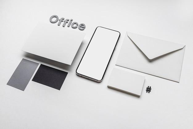Cartões de visita e telefone de negócios de papelaria de escritório