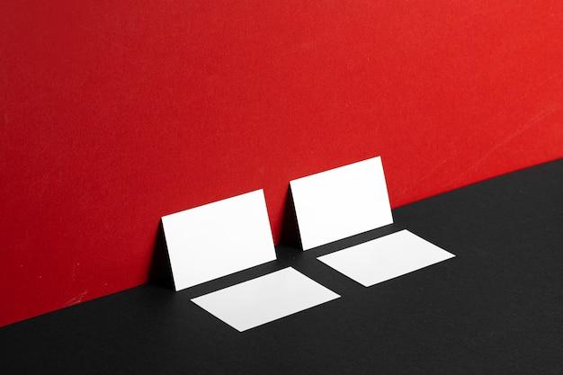 Cartões de visita em branco brancos