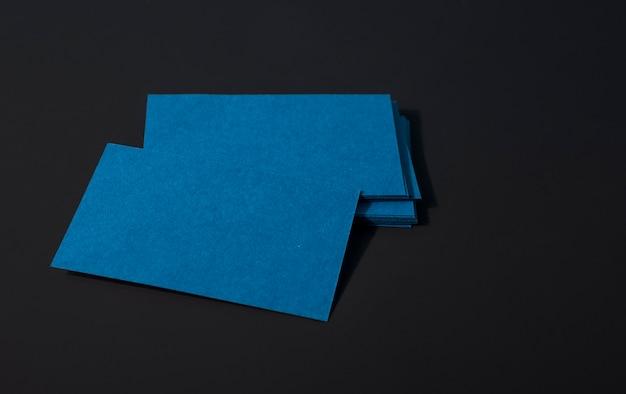 Cartões de visitas corporativos azuis escuros elegantes