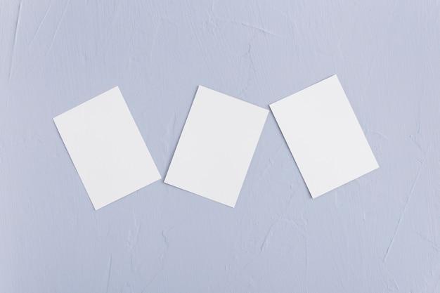 Cartões de visitas dos artigos de papelaria da vista superior