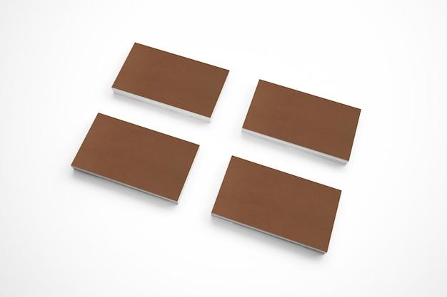 Cartões em branco da caixa na mesa de madeira