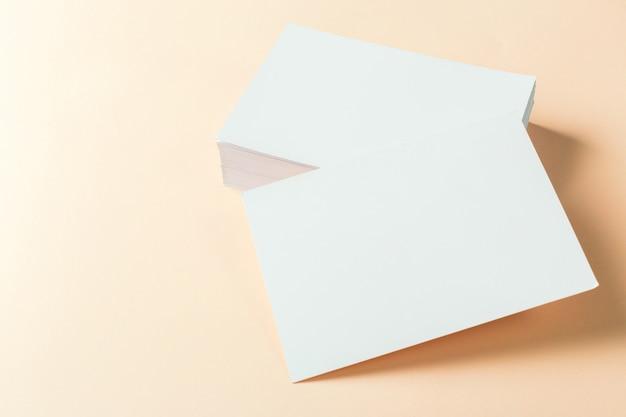 Cartões em branco de papel