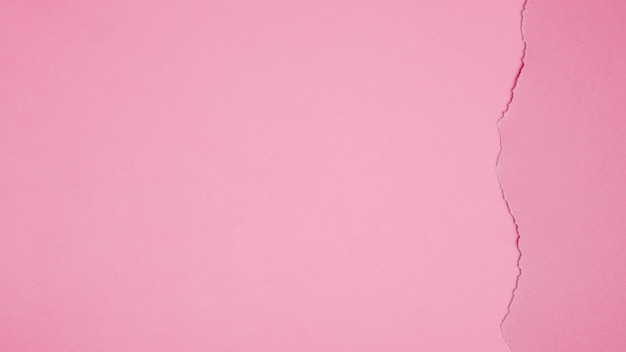 Carton rosa com crack