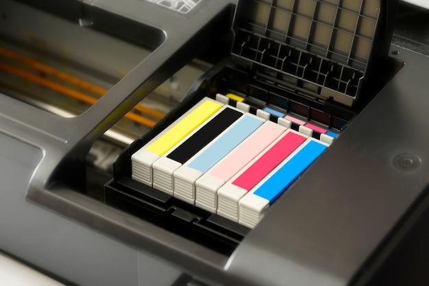 Cartuchos de tinta em uma impressora