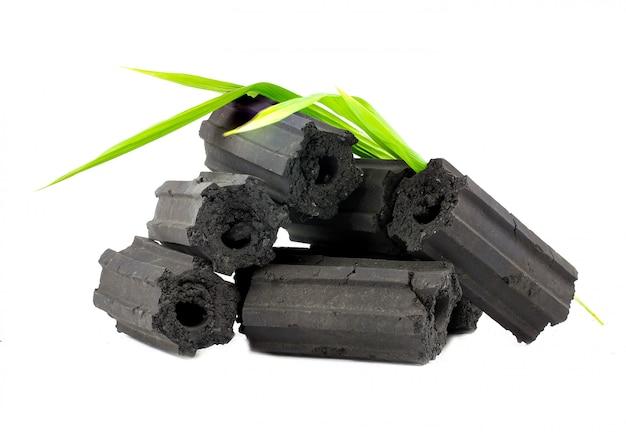 Carvão de madeira natural, pó de carvão de bambu tem propriedades medicinais com carvão tradicional.