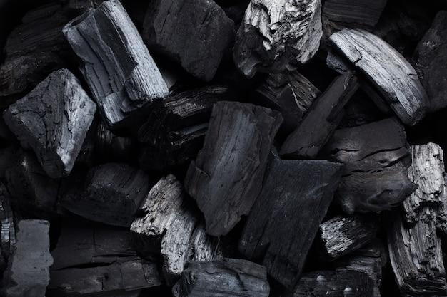 Carvão mineral preto como uma pedra de cubo.