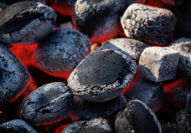Carvão quente preto