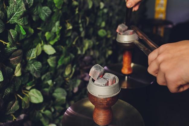 Carvões quentes para fumar