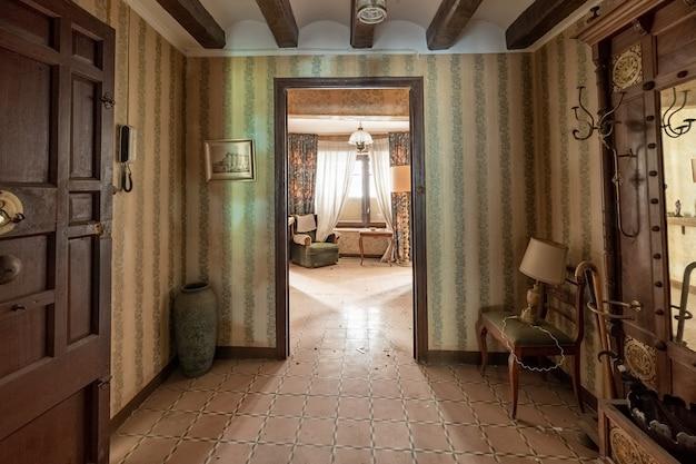 Casa antiga com móveis clássicos