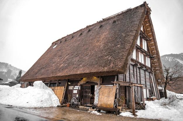 Casa antiga na vila de shirakawago e gokayama