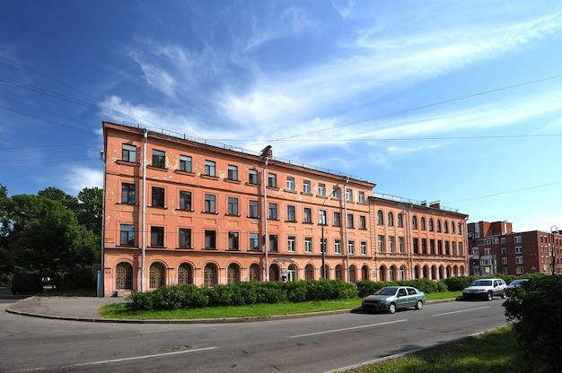 Casa antiga típica em são petersburgo no estilo império