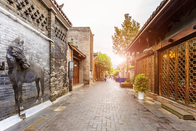 Casa chinesa de cidade chinesa estreita