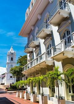 Casa colonial espanhola tradicional em casco viejo, o bairro histórico da cidade do panamá na américa central