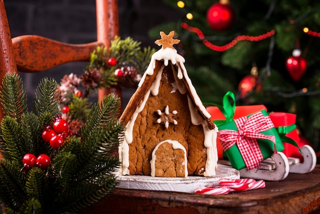Casa de biscoitos caseiros de gengibre de natal