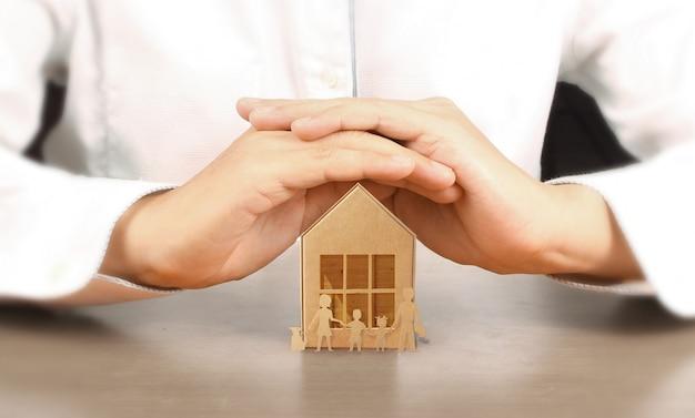 Casa de brinquedo de madeira, compra de casa para uma família
