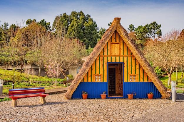 Casa de campo tradicional em santana, madeira, portugal.