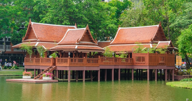 Casa de estilo tailandês