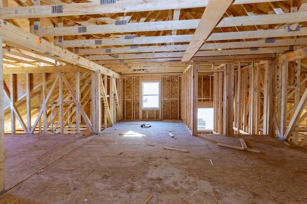 Casa de frame americano em casa de construção em casa residencial interior