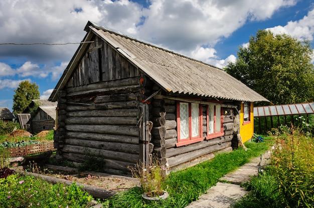 Casa de madeira antiga russa