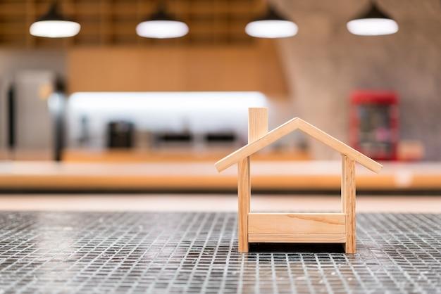 Casa de madeira em miniatura