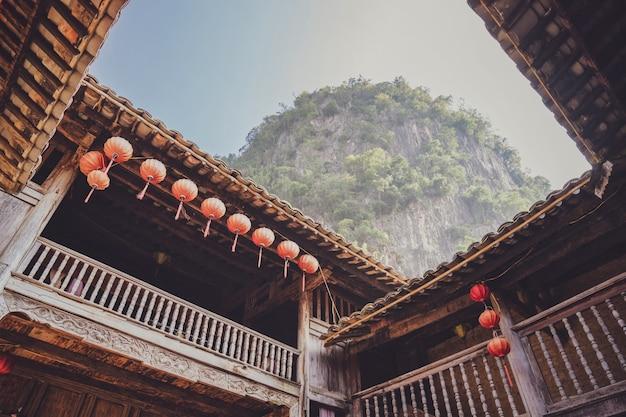 Casa de madeira velha no norte do vietnã