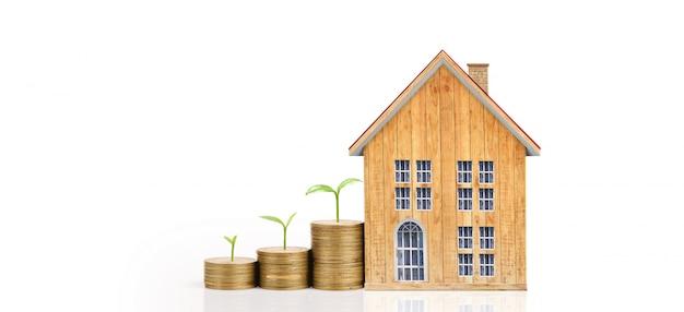 Casa de moedas crescente em moedas de pilha. conceito de investimento propert