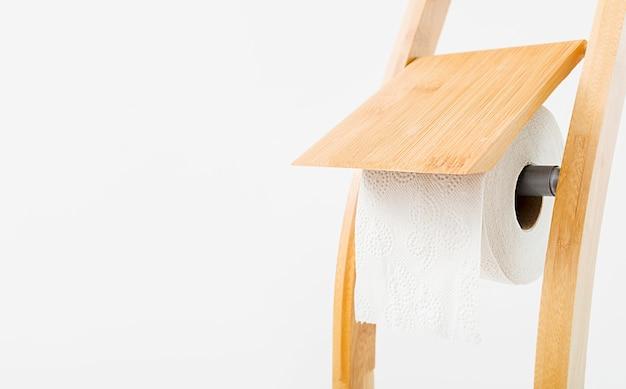 Casa de papel higiênico de cópia-espaço