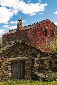 Casa de pedra ardósia em guadalajara, espanha
