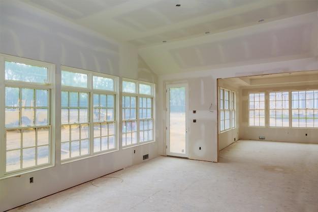 Casa de reforma de quarto de apartamento vazio remodelando nova casa em construção