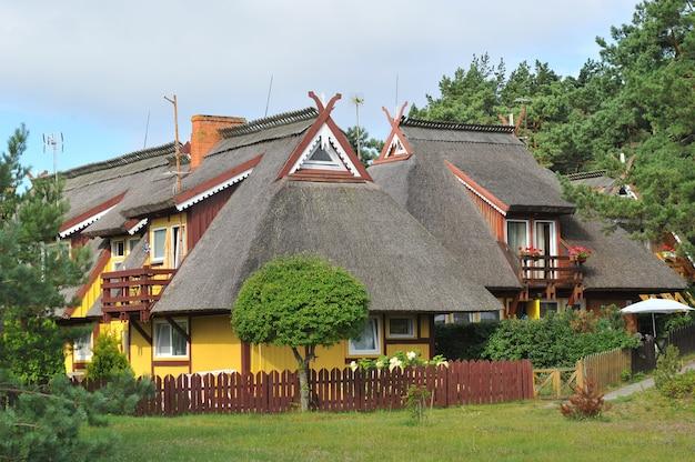 Casa de verão de thomas mann, antiga casa de madeira tradicional lituana em nida, lituânia, europa.